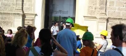 Protesta ante el Parlamento Andaluz (ABC, 16-9)